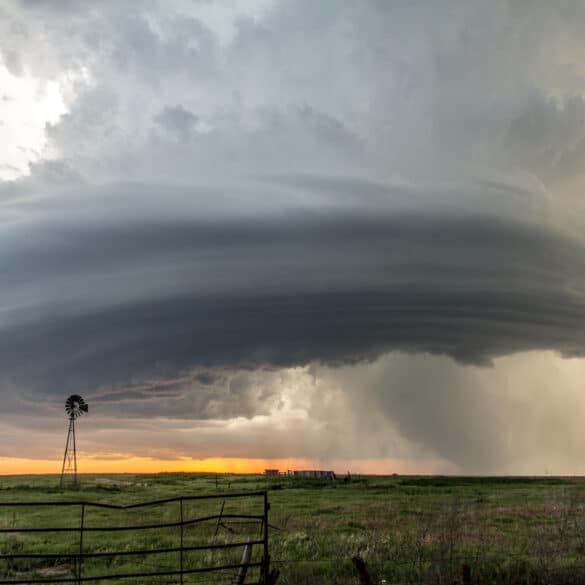Beautifully structured supercell in Hodgeman County, KS
