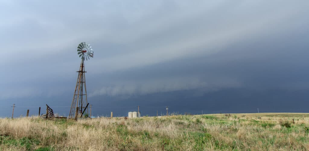 Windmill and shelf cloud in Oklahoma