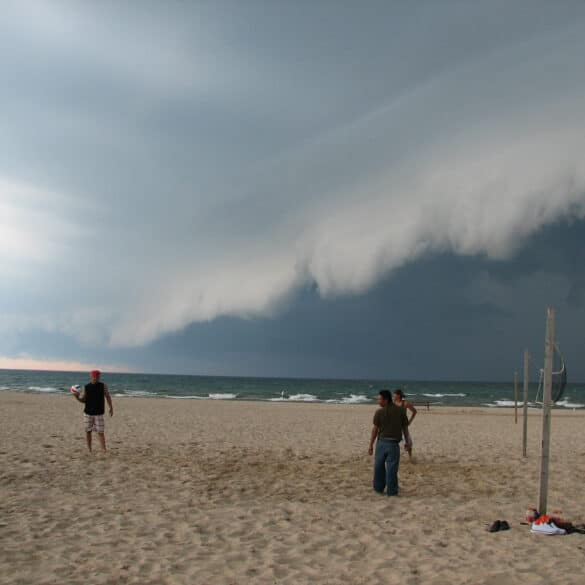 Shelf Cloud comes ashore over Lake Michigan in South Haven, Michigan on June 8, 2009